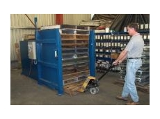 Rapid storage of large numbers of pallets in a small area.