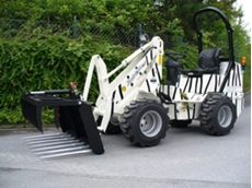Schaffer Articulated loader 2026 featuring custom paintwork. Quality Germany engineering looking for a good home in a zoo or wildlife park.