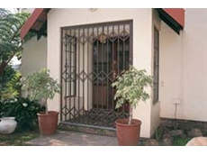 S10 heavy duty aluminium trellis doors have a full frame for added strength