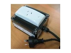 Portable isolation transformer