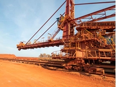 The Aluminum Oxid Stade GmbH (AOS) processes around two million tonnes of bauxite every year. Before processing, the material is stored in a large heap.