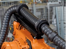 The new TR.RSEL retraction system with energy chains ensures trouble-free operation of robots.