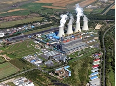 The coal power station in Tušimice with the record-breaking application. On the upper left is the stockpile of coal, next to which the 615m roller energy chain operates.
