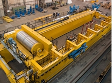 The 500-ton process crane in Kranbau Köthen's production facility. The energy chain from igus can be seen.