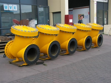 Slurry ball check valves for mining applications
