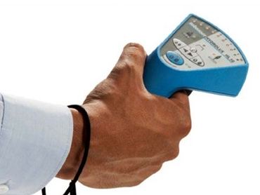 Handheld ground microphone provides audible and visual leak detection