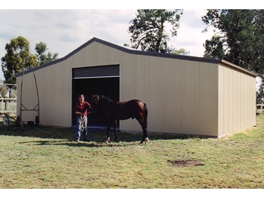 The Aussie Barn is available in 2 different sizes and features one roller door and a lean-to spans