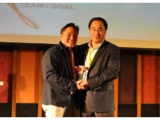 David Ong (L), Supplier Business Manager, element14 receives the award from Douglas Choo of FCI Electronics