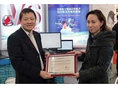 Amy Chen, Global Product Manager, Freescale Semiconductors receives the award from Tim Wang, Regional Director, element14 Greater China
